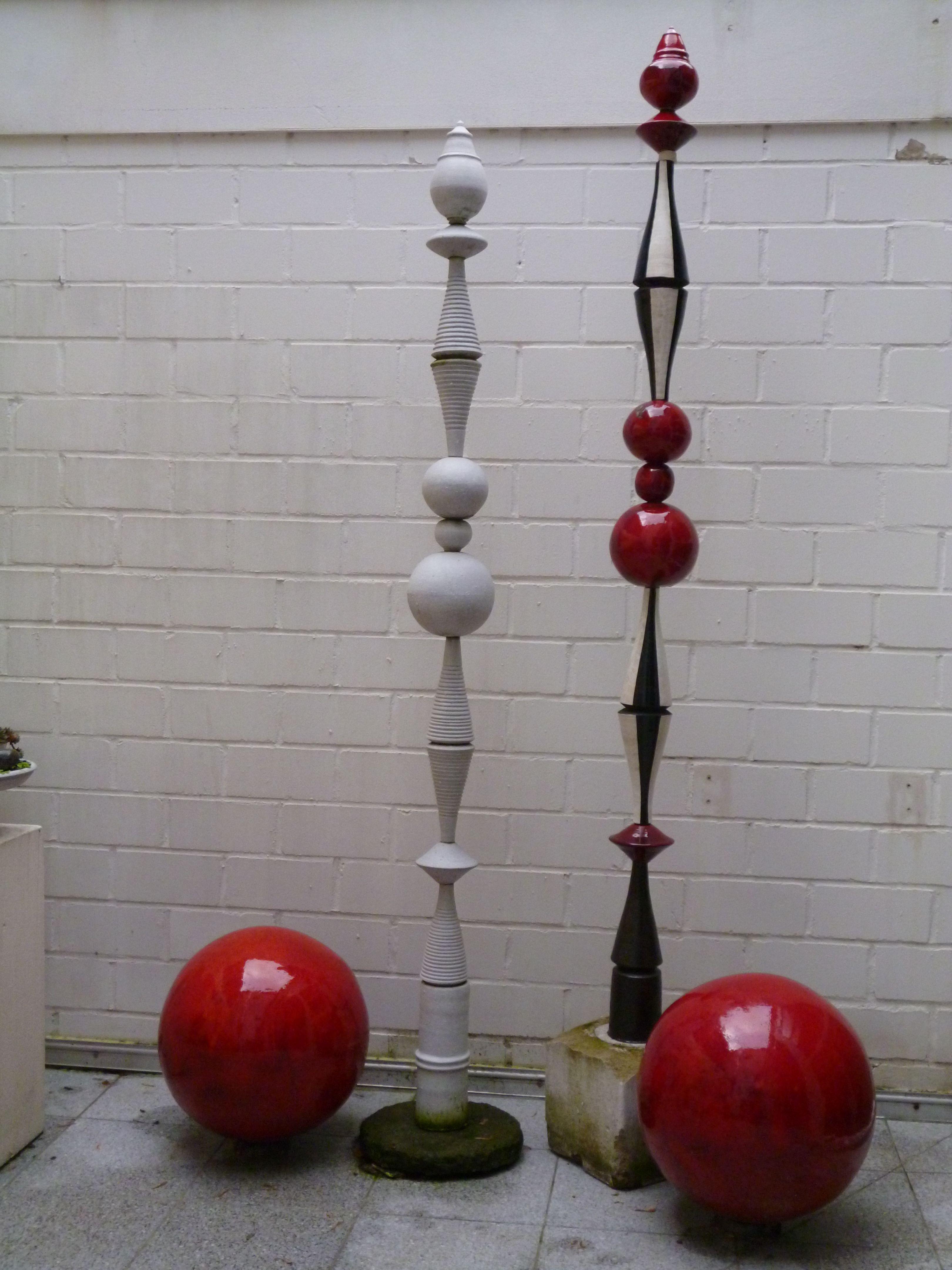 Gartenstelen und kugeln aus keramik gartendekoration for Kugeln gartendekoration